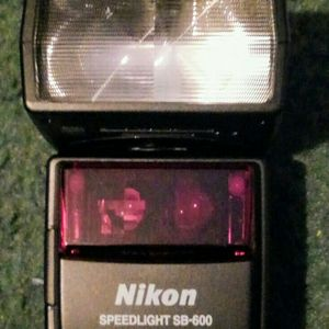 Nikon SB 600 Speed flash for Sale in Prospect, VA