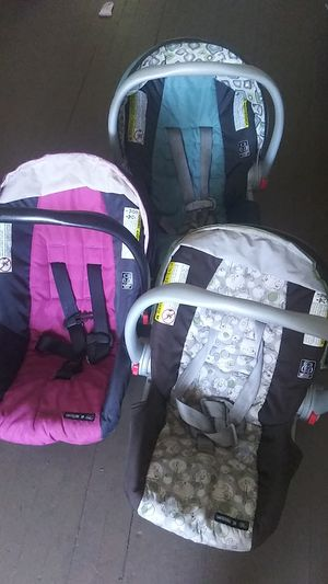 3 SnugRide Carseats. 1 base other 2 no base for Sale in Cincinnati, OH