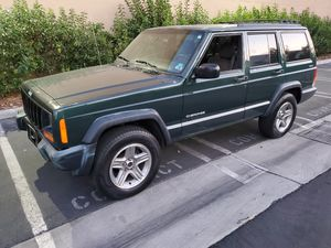 2000 JEEP CHEROKEE XJ 4X4 CLEAN TITLE RUNS AND DRIVES GOOD for Sale in Monterey Park, CA