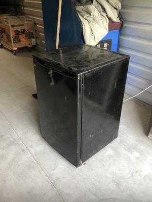Mini Freg refrigerator Dorm style with freezer. Used works for Sale in Orlando, FL