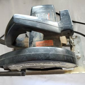 Black And Decker Hand Held Electric Saw for Sale in Phoenix, AZ