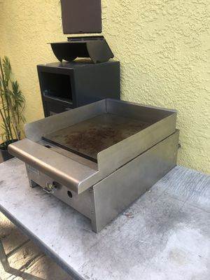Royal Ranges 18 inches wide 26 inches long gas Restaurant cooker $400 for Sale in Los Angeles, CA