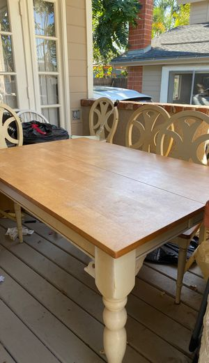 Adorable kitchen table with leaf extender (6 chairs included) for Sale in Costa Mesa, CA