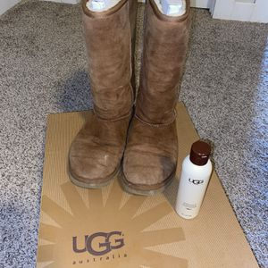 Women's Classic Tall Ugg Boots Size 7 for Sale in Aurora, IL