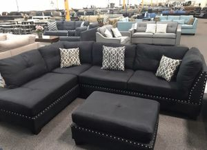 Black sectional sofa ottoman included// reversible chaise for Sale in Lynwood, CA