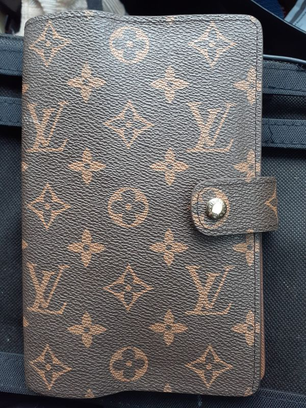 LV wallet-passport-agenda