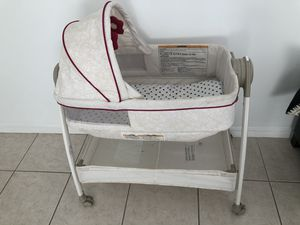 Rolling bassinet for Sale in Miami, FL