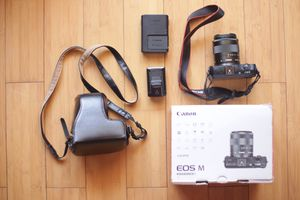 Canon eos m 18-45 with flash kit for Sale in Brooklyn, NY