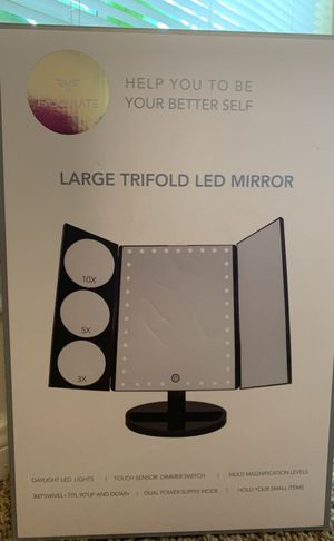 TRIFOLD LED MAKEUP VANITY MIRROR for Sale in Spring, TX