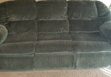 Free Loveseat And Sleeper Sofa for Sale in King City,  OR