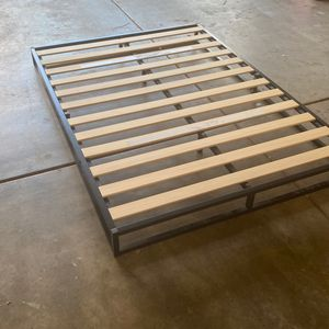 Full Floor Bedframe/Stand for Sale in Escondido, CA