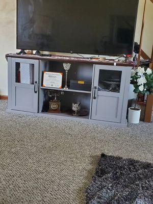 Gray table for Sale in Dearborn, MI