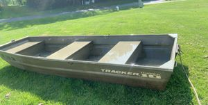10ft tracker boat with trolling motor and battery for Sale in White Lake charter Township, MI
