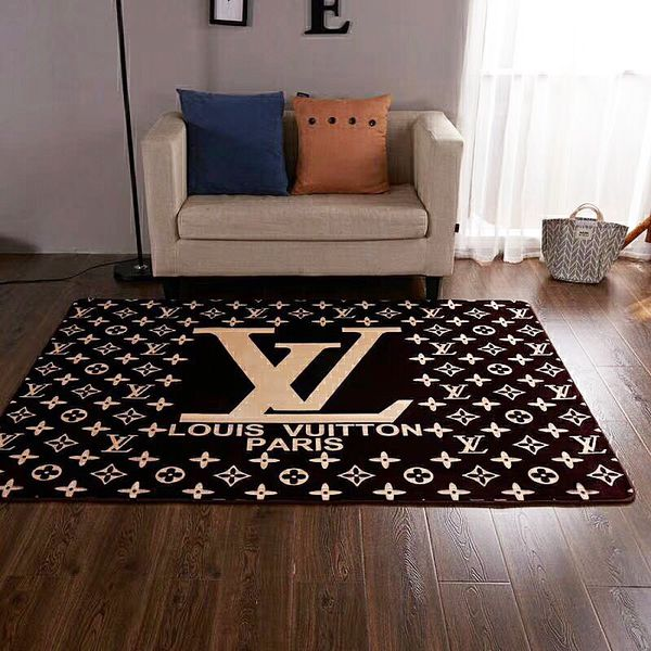 New stunning large area rug 5x7 matching blanket available