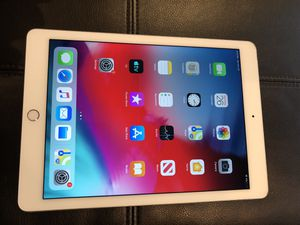 Apple iPad Air 2 64Gb Silver Wifi + LTE (supports SIM cards) Unlocked! for Sale in Chicago, IL