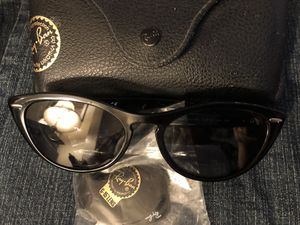 Ray-Ban cateye sunglasses for Sale in Los Angeles, CA