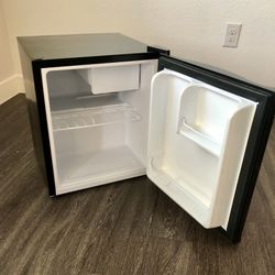 black mini-fridge with ice tray for Sale in Henderson,  NV