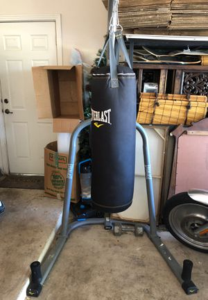 Everlast Punching Bag With Stand for Sale in Austin, TX