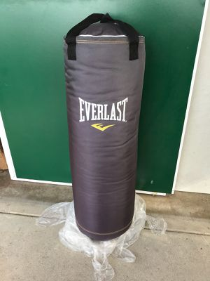Everlast punching bag for Sale in Montebello, CA
