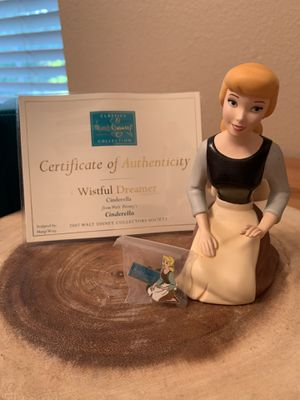 Walt Disney Classic Collection Cinderella Wistful Dreamer figurine and pin for Sale in McKinney, TX