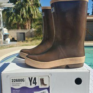 $40 XTRATUF BOOTS SIZE Y4 for Sale in Las Vegas, NV