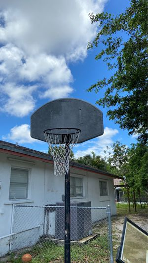 Huffy sports basketball hoop for Sale in Plantation, FL