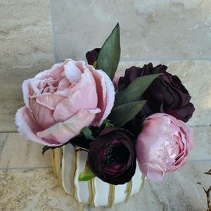 Burgundy and Pink Silk Flower Arrangement on a Gold Vase for Sale in Los Angeles, CA