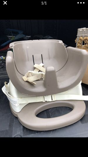 Booster seat ***FREE WITH PURCHASE**** for Sale in Bonney Lake, WA