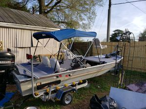 1982 duracraft 16ft 60hp motor for Sale in Portsmouth, VA