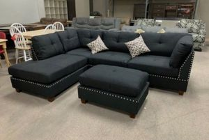"""Black sectional sofa with ottoman 104x75 """" reversible for Sale in Los Angeles, CA"""