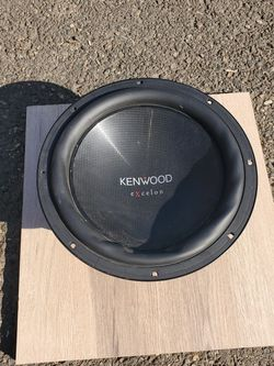 Kenwood Subwoofer 10 inch 400 W for Sale in Portland,  OR