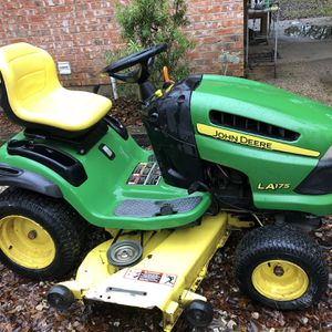 John Deere Riding Mower for Sale in Dayton, TX
