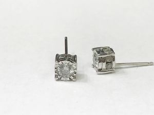 14K White Gold Unisex Stud Earrings with approx 0.80cttw Diamonds $399.99 **Great Buy** for Sale in Tampa, FL