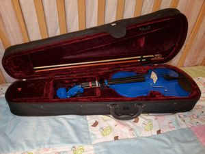 Begginer blue violin with zip travel case for Sale in Lakewood, CA