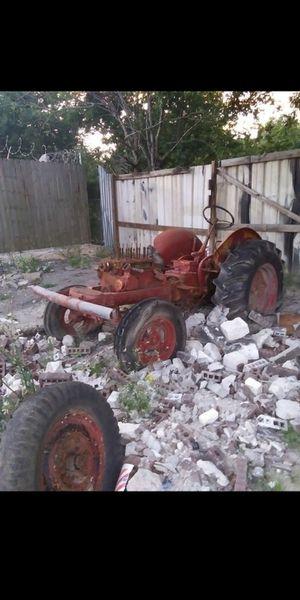Tractor 🚜 Para Partes o para adorno en un Rancho nececito moverlo de hay cuando Ofrecen $ En Pasadena Tx for Sale in Pasadena, TX