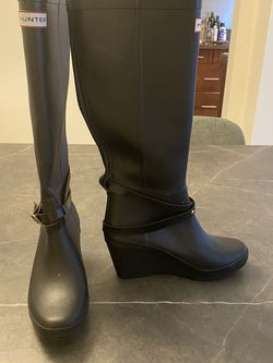 Hunter Rain Boots Size 7. for Sale in Los Angeles,  CA