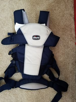 Like New-chicco baby carrier for Sale in Manassas, VA
