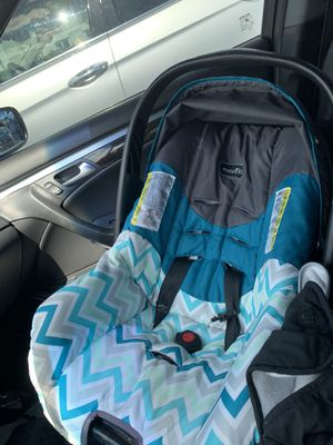Evenflo Car seat and 3 bases for Sale in Orlando, FL