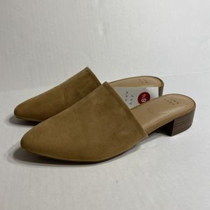 NWT Tan Heeled Mules Loafers Slip On Shoe for Sale in MENTOR ON THE, OH