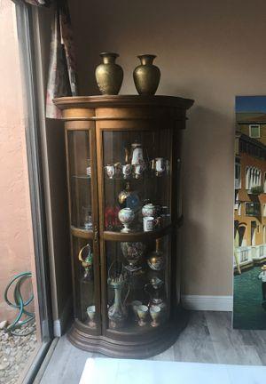 Antique Curio cabinet for Sale in Miramar, FL