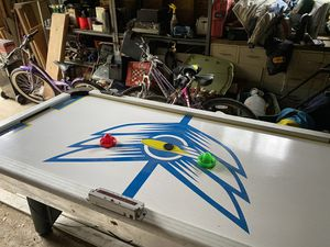 Brunswick air hockey table for Sale in Mamaroneck, NY