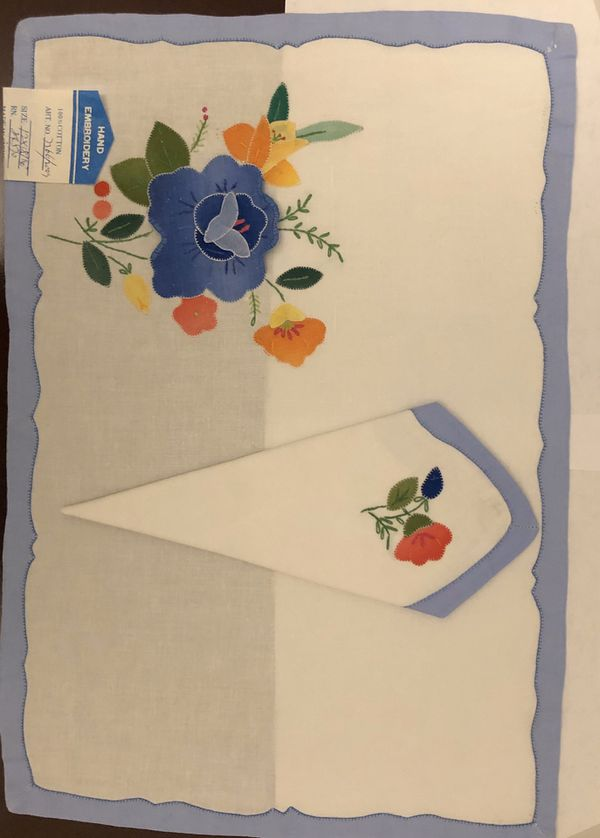 Embroidered placemats and napkins