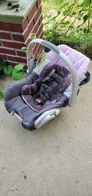 Infant car seat for Sale in Sugar Creek, MO