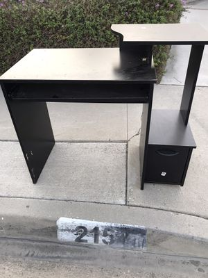 FREE desk for Sale in Los Angeles, CA