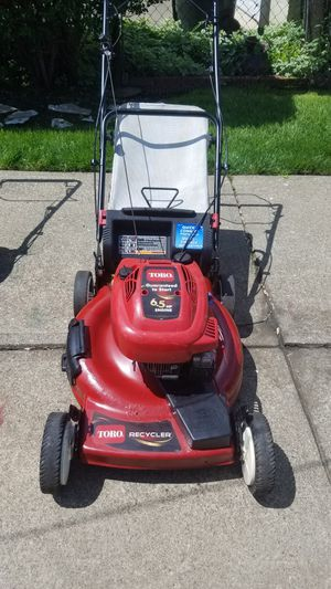 Toro 6.5 horsepower self-propelled larn mower for Sale in Cleveland, OH