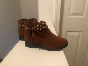 Toddler girl brown boots size 9 for Sale in Lebanon, PA
