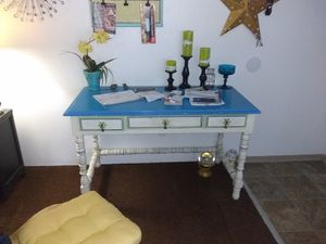 Just lowered for the last time:Vintage desk/ panty table for Sale in Hoquiam, WA