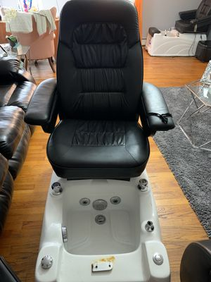 READ DESCRIPTION Pedicure chair and stool for Sale in Fall River, MA