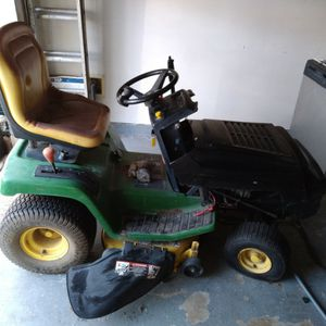 John Deer Tractor (Selling As Make Me An Offer)no Low Balling for Sale in Humble, TX