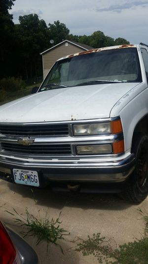 95 chevy tahoe for Sale in Richwoods, MO